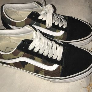 Camouflage Vans !!!
